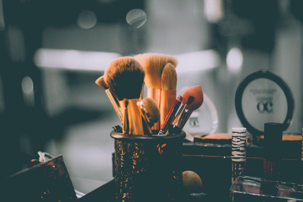 Nyx born to glow swatches, Nyx Lipstick
